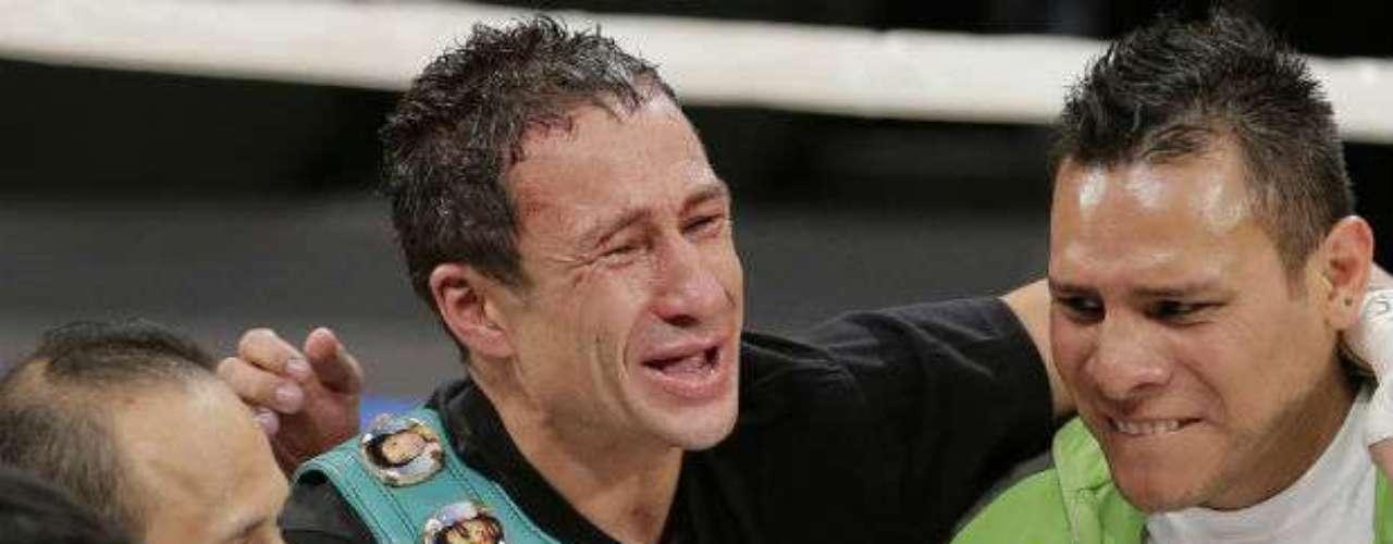 El peso Superpluma Gamaliel Díaz, con 37-9-2 (17 kos), es el actual campeón por parte del CMB. El mexicano se caracteriza por ser un peleador valiente. Se faja en serio en el ring sin temor de salir lastimado.
