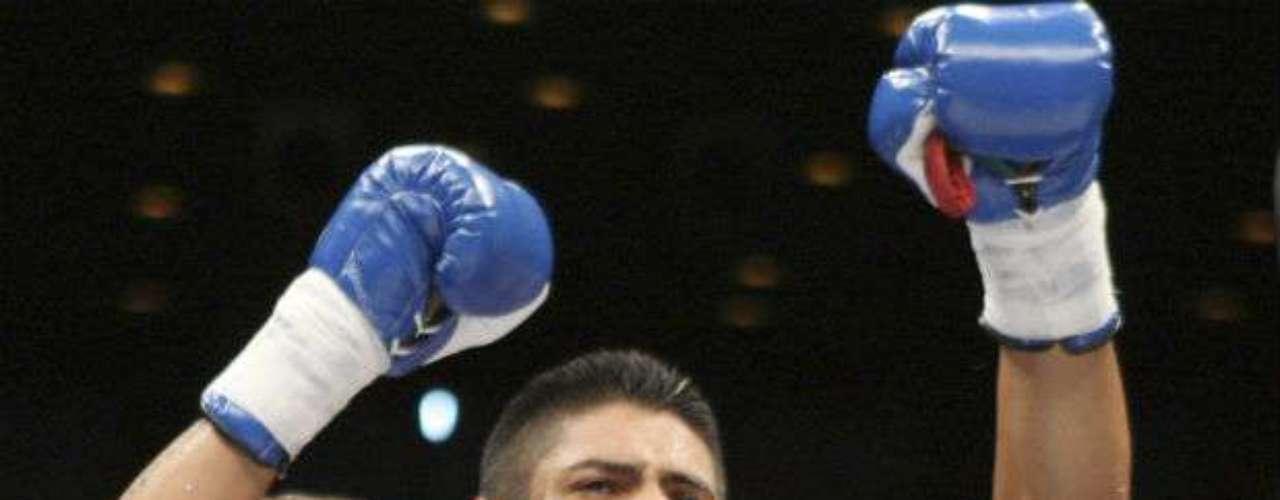 Juan Carlos Salgado es el monarca actual de peso Superpluma. Posee un récord de 26-1-1-1 (16 kos).