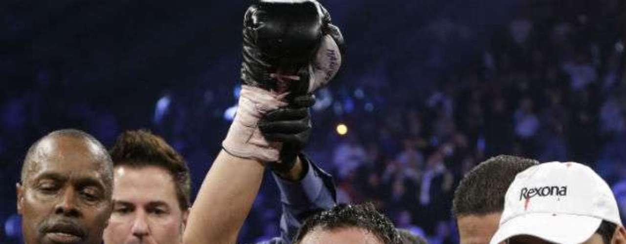Sin duda el mejor libra por libra del momento es Juan Manuel Márquez, quien apenas en diciembre pasado llegó a la cúspide de su carrera tras noquear en el sexto round a Manny Pacquiao. 'Dinámita', con una carrera de más de 15 años en el boxeo, posee un récord de 55-6-1 (40 kos)