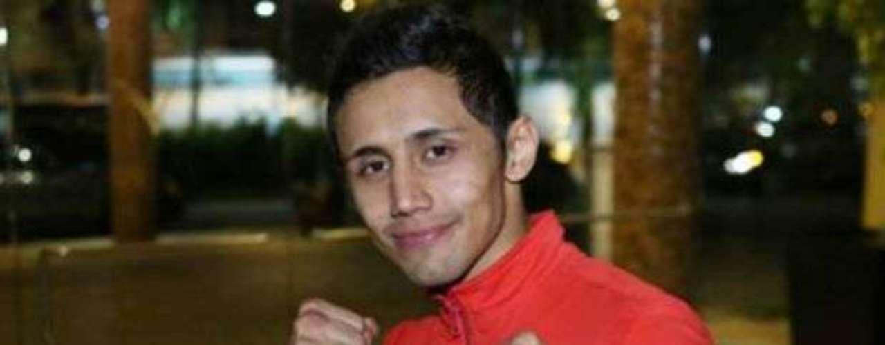 El joven Moisés Fuentes con un récord de 16-1-0-0 (8 KO) es el monarca de la OMB en peso Paja.