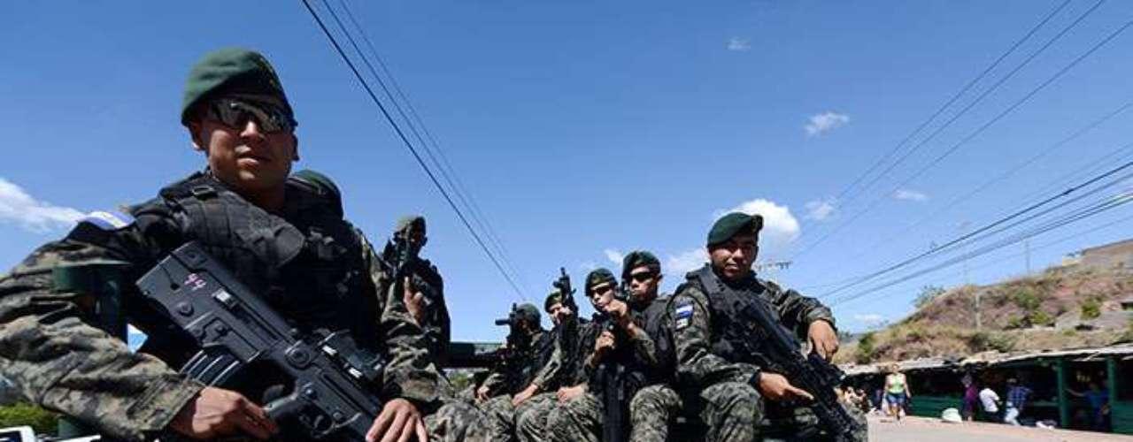 Según estimaciones del ministro de Seguridad, Pompeyo Bonilla, unos 4.000 miembros de la Policía deberían ser separados de sus cargos por diversas faltas y delitos.