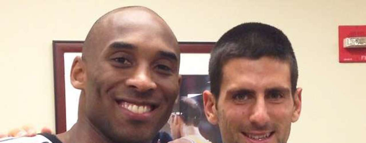 Kobe Bryant tuvo un invitado antes de la victoria de los Lakers ante Atlanta la noche del domingo.