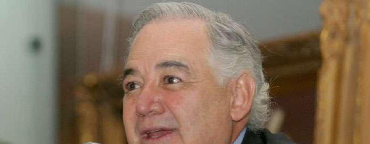 Raúl Salinas fue arrestado en 1995 tras ser acusado de diversos delitos entre los que destacaban el tráfico de influencias, corrupción, evasión fiscal y la autoría intelectual del asesinato de su ex cuñado, José Francisco Ruiz Massieu. El 14 de junio de 2005 Raúl Salinas salió libre después de diez años en la cárcel al ser absuelto del crimen de su ex cuñado y otros delitos.