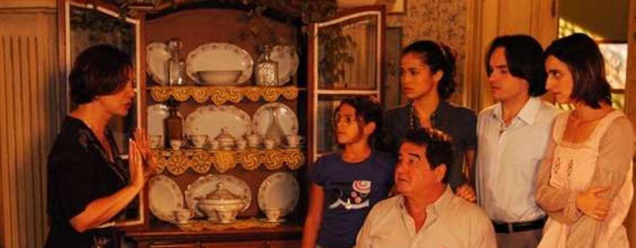 Marquezine y elenco de lanovela 'Cobras e Lagartos'.
