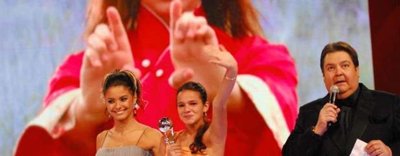 En 2009, ganó premios en Melhores do Ano, concurso organizado por el programa Domingão do Faustão de Globo, por su actuación como Flor de Lys, de Negócio da China.