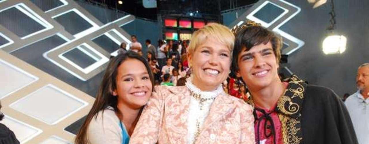En 2009, Marquezine participó de TV Xuxa, cuando Bernardo Mesquita (derecha) fue elegido príncipe del programa.