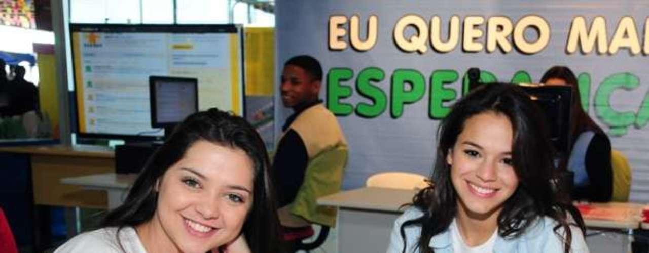 En 2011, Marquezine prestigió el Día de la Esperanza, promovido en el Espaço Criança Esperança, con Polliana Aleixo (a la izquierda).