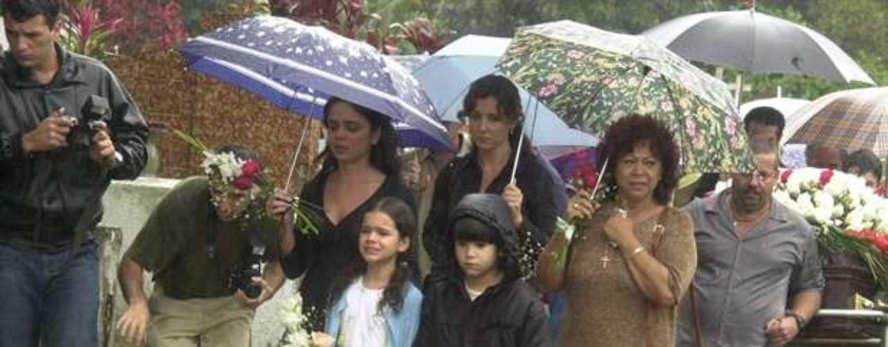 Manoelita Lustosa, Cristina Fagundes, Victor Cugula yBruna Marquezine, en la novela 'Mulheres Apaixonadas', de 2003.