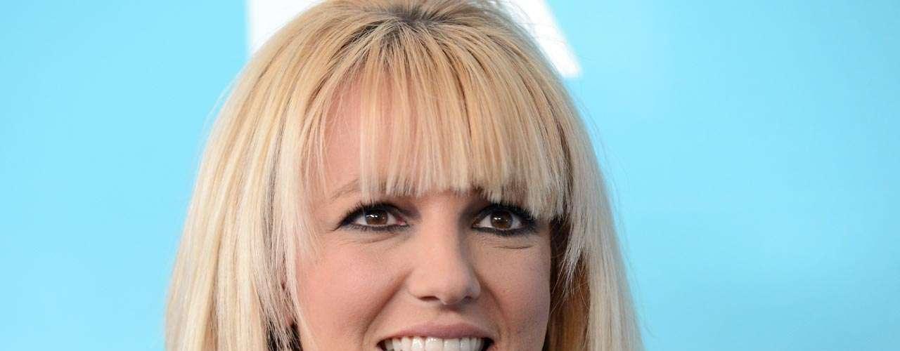 La princesa del pop, Britney Spears, es otra voz femenina que causó controversia con su sencillo 'Baby One More Time' que según especulaciones dice cuando se oye al revés, \