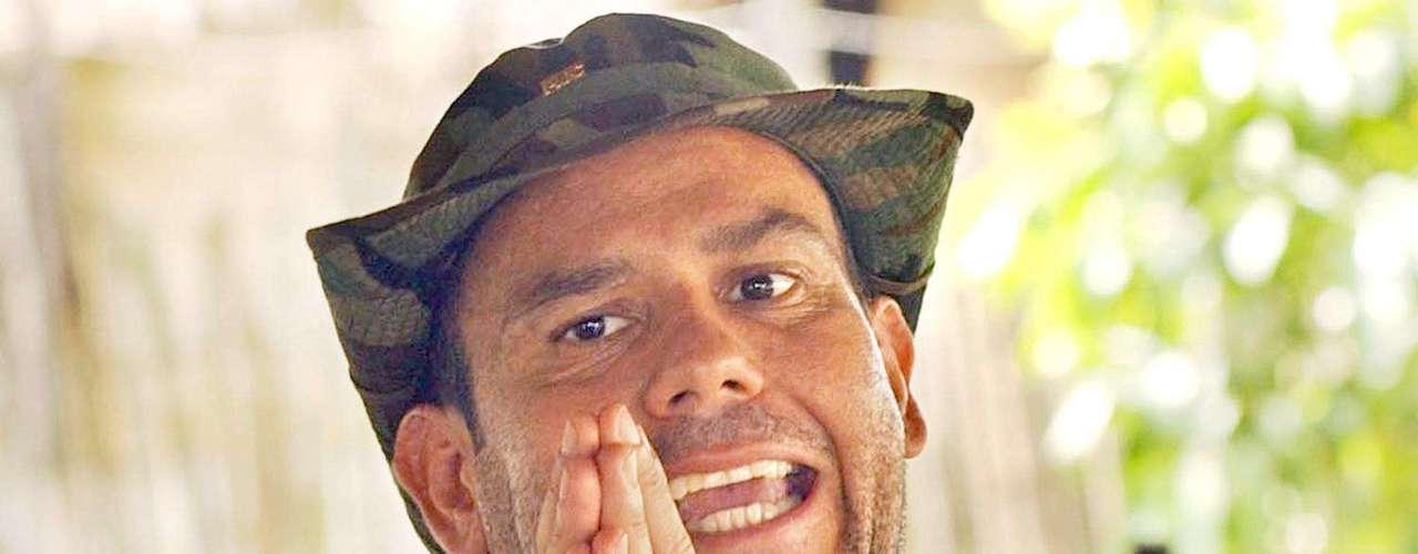 Es señalado como responsable de la masacre de cientos de campesinos y el asesinato de líderes políticos y sociales como Bernardo Jaramillo Ossa, Carlos Pizarro, Jaime Pardo Leal y el humorista Jaime Garzón, entre otros.
