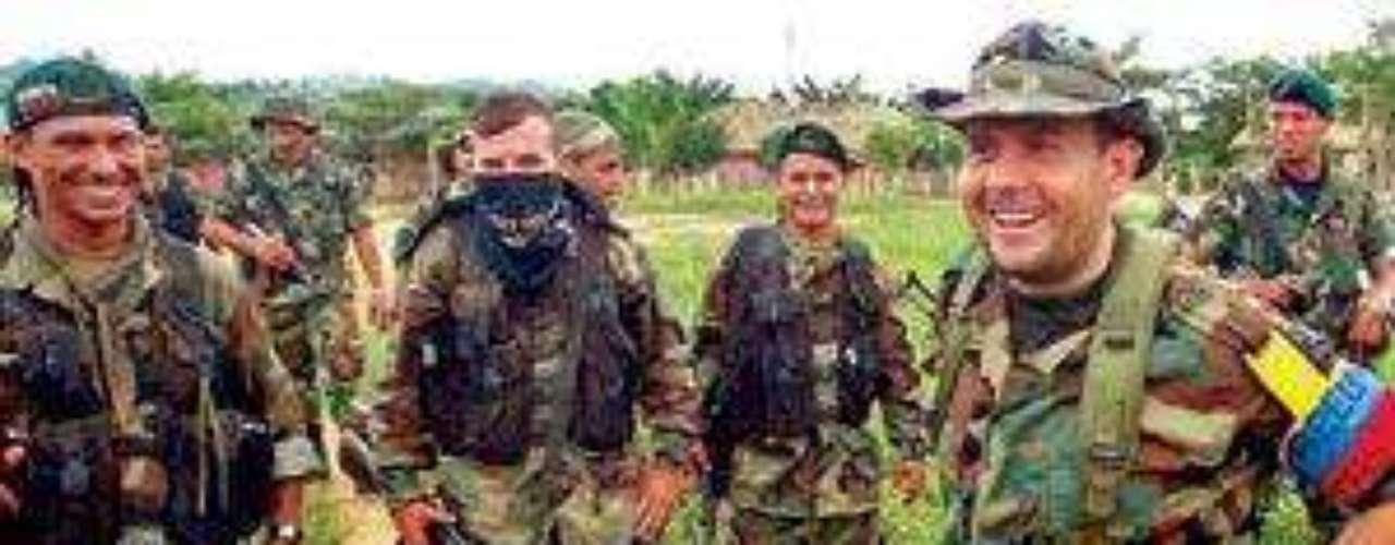 El 23 de agosto de 2006, informantes relataron a la Fiscalía Carlos Castaño fue ajusticiado en abril de 2004 en una finca cercana a Santa fe de Antioquia por Jesús Ignacio Roldán Pérez, alias \