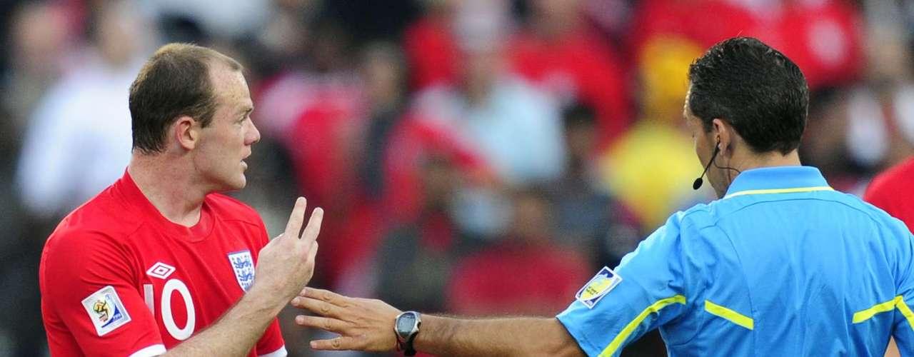El partido de octavos de final en Sudáfrica 2010 entre Alemania e Inglaterra: El 27 de junio de 2010, en el partido de octavos entre Alemania e Inglaterra, el árbitro uruguayo Jorge Larrionda no validó un gol legítimo de Inglaterra.