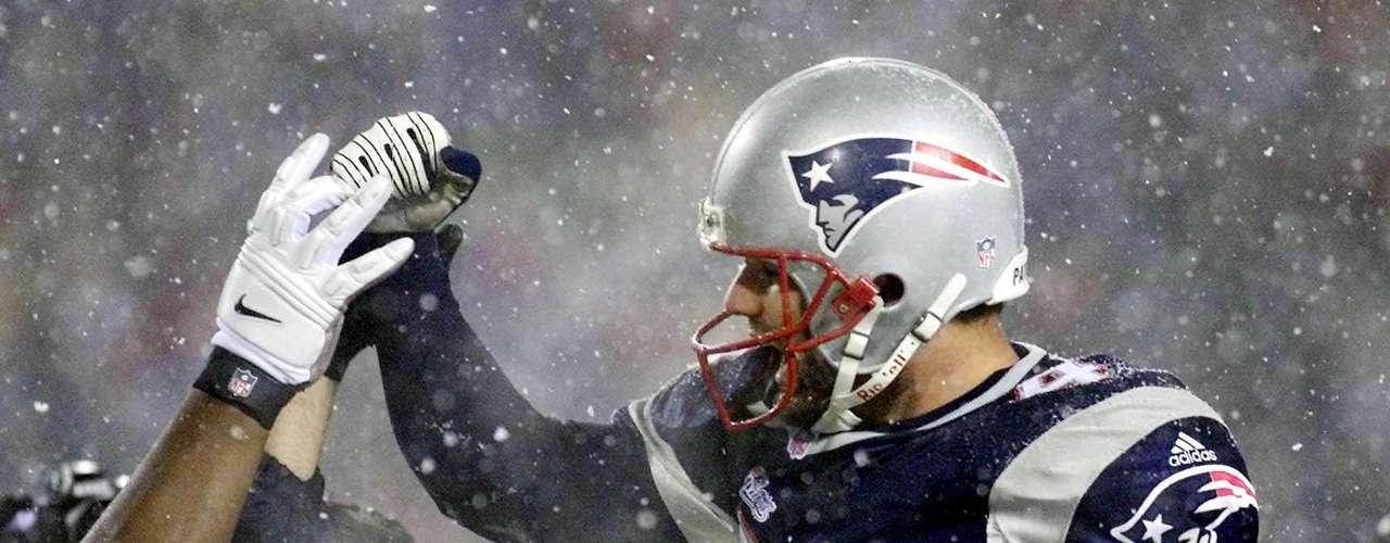 Nueva Inglaterra desafía la jugada y los oficiales dan pase incompleto, pues el brazo de Brady estaba adelantado. Al final, los Patriots empataron y vencieron a los Raiders, iniciando la era de éxitos de Brady y Nueva Inglaterra.