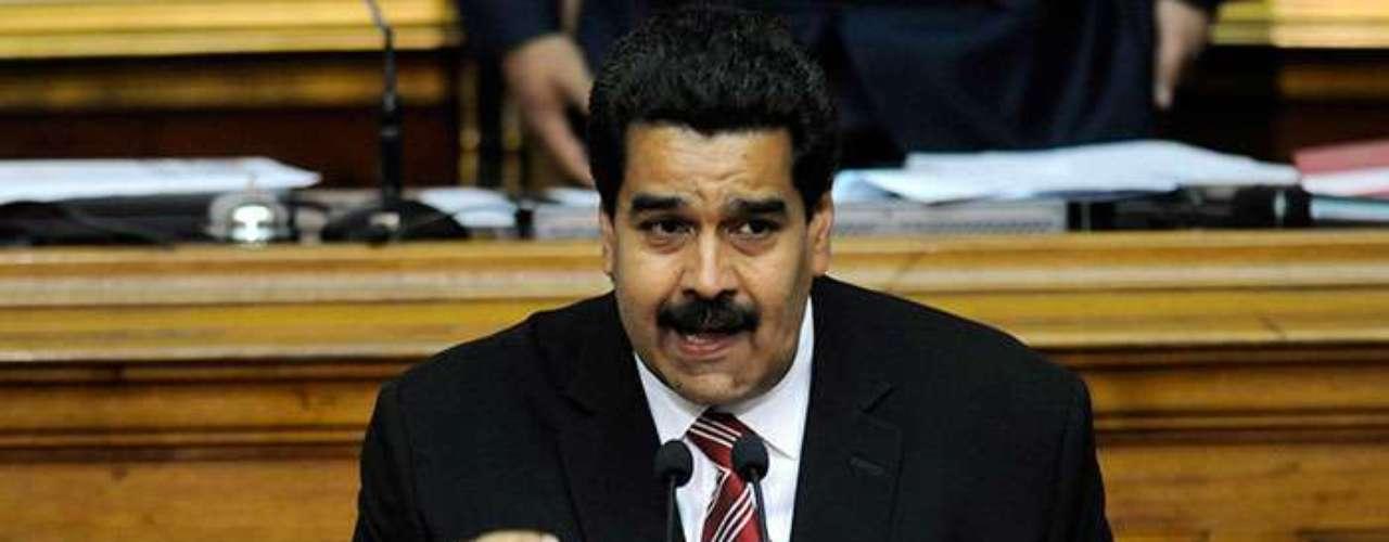 Con su tupido bigote y sus amplias guayaberas, Maduro luce más afable pero menos articulado que Chávez. A la hora de dar discursos también queda en desventaja frente a Diosdado Cabello, el jefe de la Asamblea visto también por muchos observadores como un eventual sucesor.