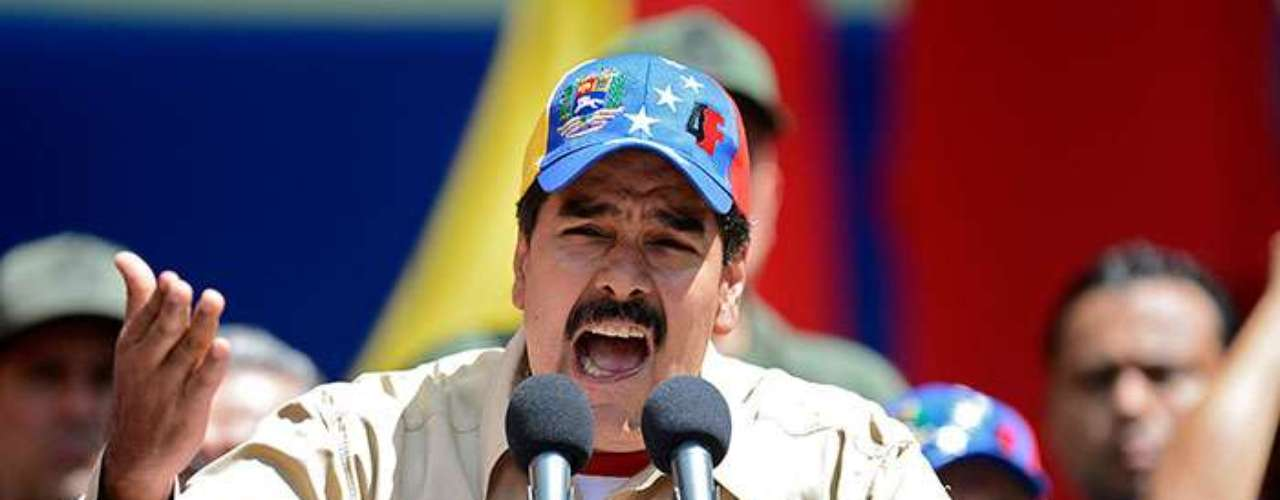 Maduro, que tiene título de bachillerato, fue conductor de autobuses de Caracas, sindicalista y militante chavista de primera hora.