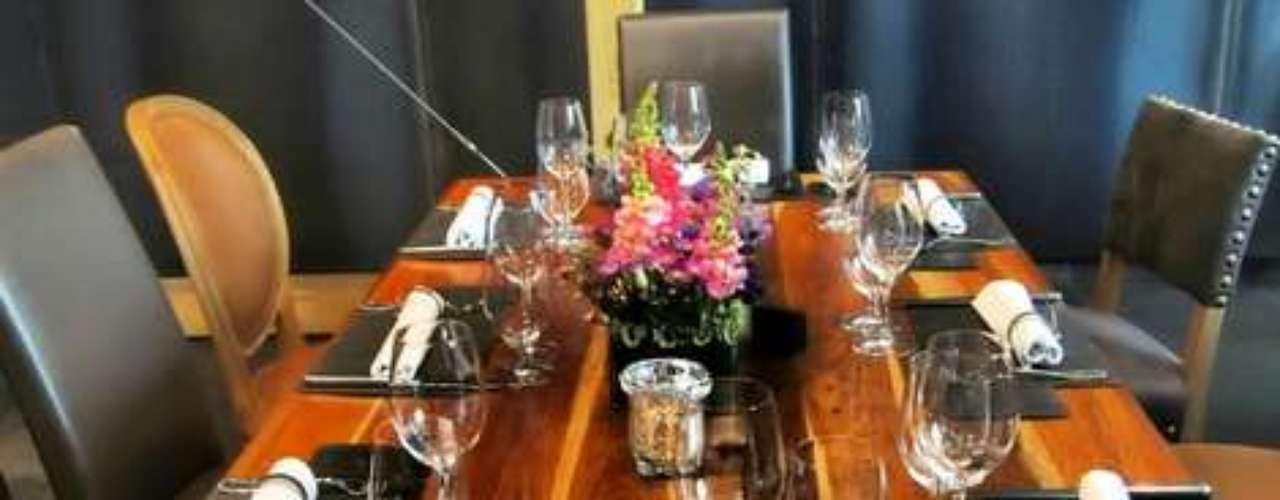 La experiencia grastronómica se completa con elambiente elegante y de buen gusto quese observa en cada espacio del local.