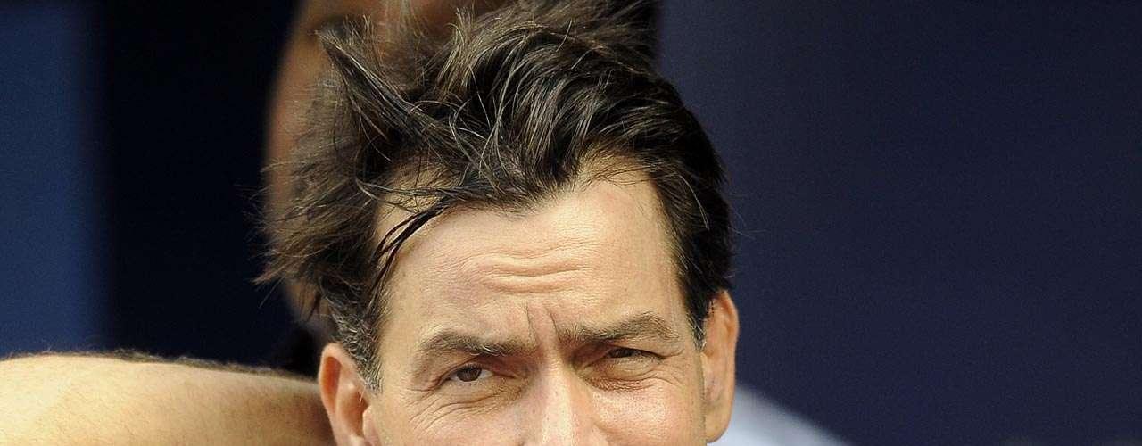 Charlie Sheen: el actor de 'Two and a Half Men' escandalizó por haber gastado más de 5 mil dólares en sexoservidoras,pero aceptó orgulloso haber pagado por sexo y hasta grabó un video en el que relató las veces que ocupó ese tipo de servicios.