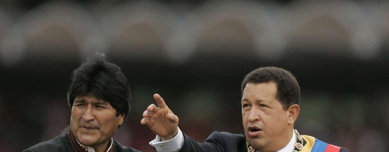 Desde el 2008, no hay embajador de Estados Unidos en Caracas por una disputa diplomática. En septiembre de ese año, Chávez, concedió 72 horas de plazo al embajador de Estados Unidos en Caracas, Patrick Duddy, para salir del país, en un acto que dijo era de solidaridad con el Gobierno de Bolivia que hizo lo mismo. Bolivia había acusado al gobierno de Estados Unidos de injerencia en asuntos internos.