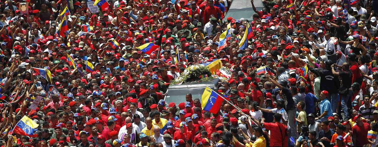 The coffin of Venezuela's late President Hugo Chavez is driven through the streets of Caracas after leaving the military hospital where he died of cancer, in Caracas March 6, 2013. Chavez died on Tuesday of cancer, and authorities have not yet said where he will be buried after his state funeral on Friday. REUTERS/Jorge Dan Lopez (VENEZUELA - Tags: POLITICS OBITUARY)