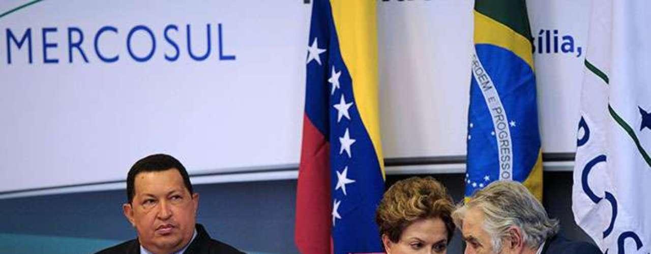 """El experto cree que ninguno de sus eventuales sucesores, como el actual vicepresidente venezolano, Nicolás Maduro, líder en encuestas realizadas antes de conocerse la muerte de Chávez, cuenta con los """"vínculos personales"""" o la """"sintonía"""" que el fallecido gobernante logró con sus colegas regionales."""