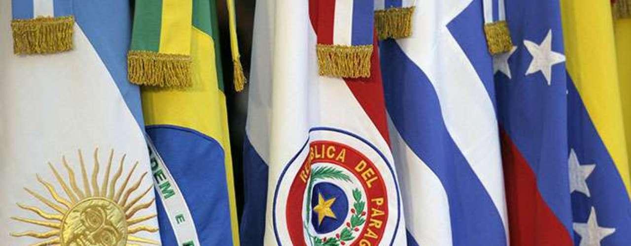 Dos décadas después de su fundación, el bloque formado por Argentina, Brasil, Uruguay, Venezuela y Paraguay no sólo debe resolver esa rocambolesca situación, sino también responder a los constantes cuestionamientos a su viabilidad, muchos de ellos internos.