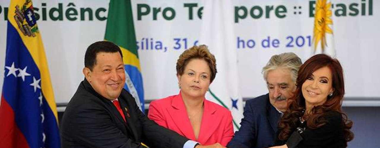 """En su opinión, """"solo un escenario en el que la oposición venezolana pudiera ganar con una contundente mayoría podría revertir ese proceso""""."""