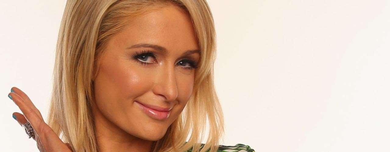 Paris Hilton: la heredera del emporio Hilton saltó a la fama por el video sexual que protagonizó con Rick Solomon, exmarido de Pamela Anderson. Supuestamente, la socialité no obtuvo ni un centavo de la comercialización que se hizo de su escándalo sexual.