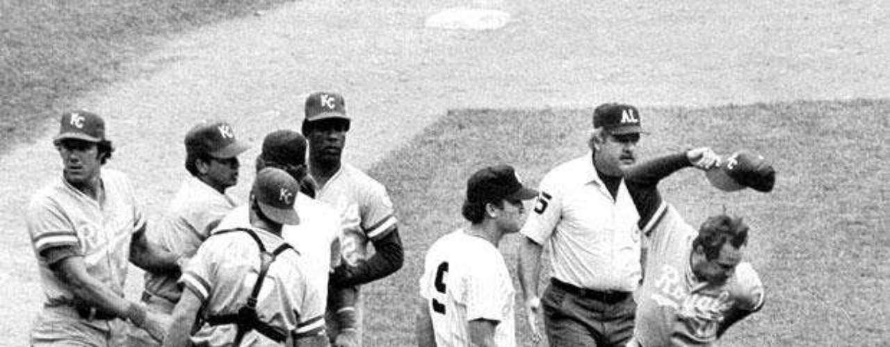El partido entre los Royals de Kansas City y los Yankees de Nueva York en 1983: El 24 de julio de 1983, en la novena entrada en el juego entre Royals de Kansas City y los Yankees de Nueva York, el mítico George Brett conecta un cuadrangular de dos carreras y los Royals pasaron a ganarle 5-4 a Yankees.