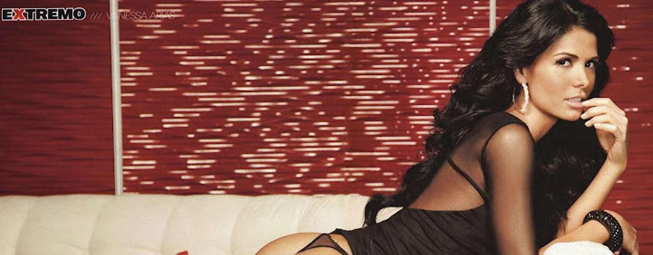 H Extremo comenzó el 2012 con el destape de Vanessa Arias. La actriz de 'Abismo de Pasión' quiso mostrar sus espectaculares curvas mientras posaba con atrevidos conjuntos de lencería.