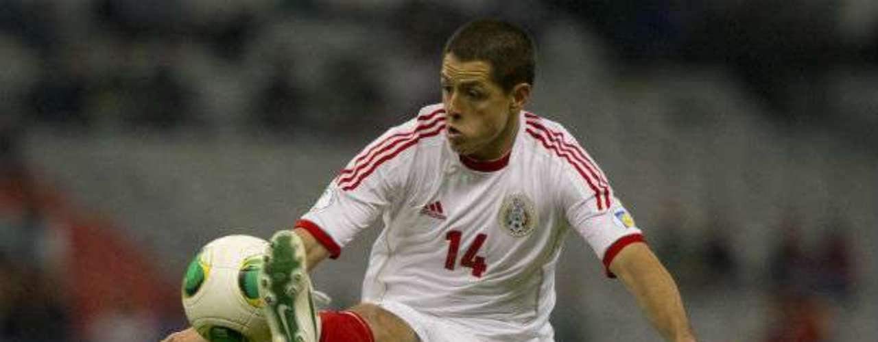 México, que podría ser una grata sorpresa en el torneo, cuenta con Javier Hernández. El 'Chicharito' suele ser muy contundente. Es muy intuitivo en el área. 'Olfatea' muy bien las jugadas en los que puede generar goles, además de ser rápido en la definición.