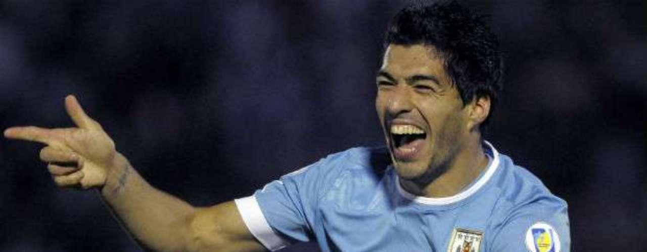 Otro gigante sudamericano que participará en este evento es el actual campeón de la Copa América, Uruguay, que cuenta con uno de los delanteros más letales. Nos referimos a Luis Suárez, quien será el referente en la ofensiva charrúa.