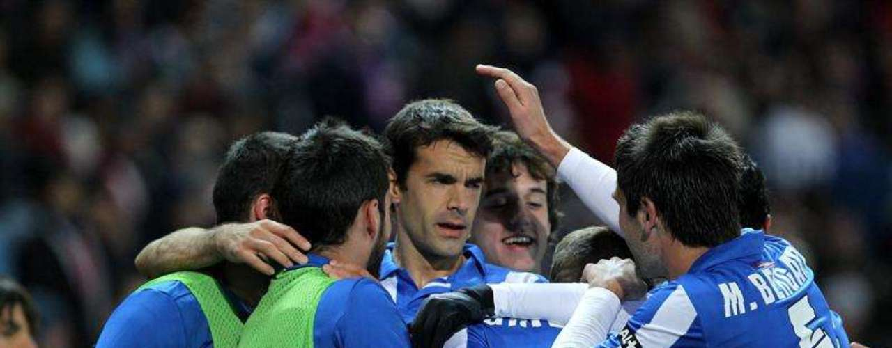 La Real Sociedad consiguió un sorpresivo triunfo (1-0) ante el Atlético de Madrid, en el Vicente Calderón, y se metió a puestos de Champions.