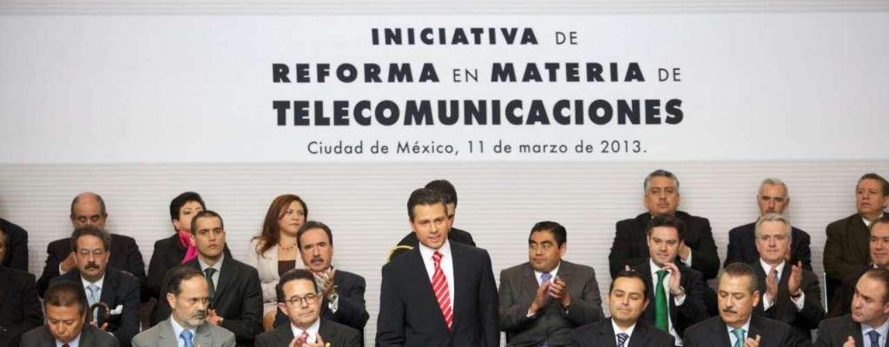 La reforma desafiará a los dos magnates más influyentes en México, el multimillonario de las telecomunicaciones Carlos Slim y al director general de Televisa, Emilio Azcárraga, rivales cuyo dominio en sus respectivos mercados es considerado a manera general un emblema de la disfunción regulatoria en sus sectores, en un país que aspira a sumarse a las filas de las superpotencias económicas mundiales.