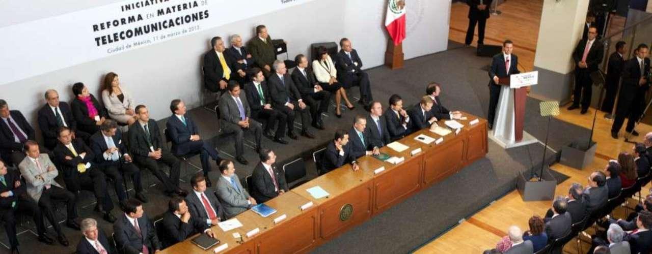 Peña Nieto ha dedicado sus primeros 100 días como gobernante a reafirmar el poder de la otrora presidencia imperial y logró el dramático encarcelamiento de la titular del sindicato de maestros en el contexto de una disputa en torno a una reforma al esclerótico sistema educativo del país.