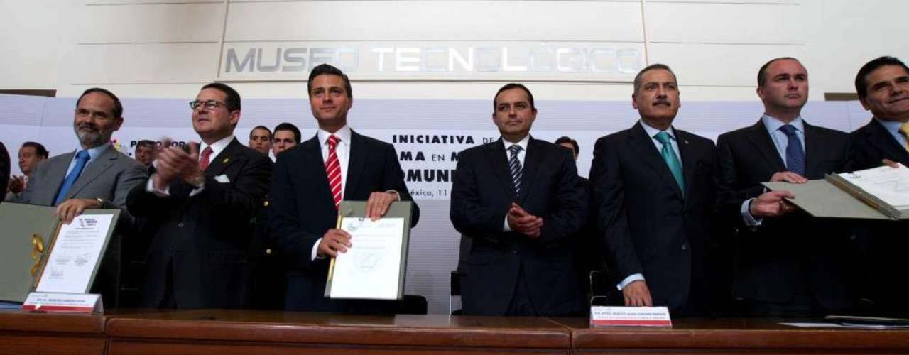 Telmex, la compañía telefónica estatal privatizada hoy propiedad de Slim, controla el 80% de las líneas fijas en México y el 70% del mercado de la telefonía celular.