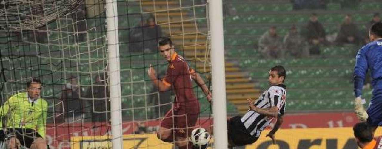 El sábado, Eric Lamela adelantó a la Roma en el estadio Friulli, pero más tarde, Muriel le dio el empate definitivo al Udinese (1-1).