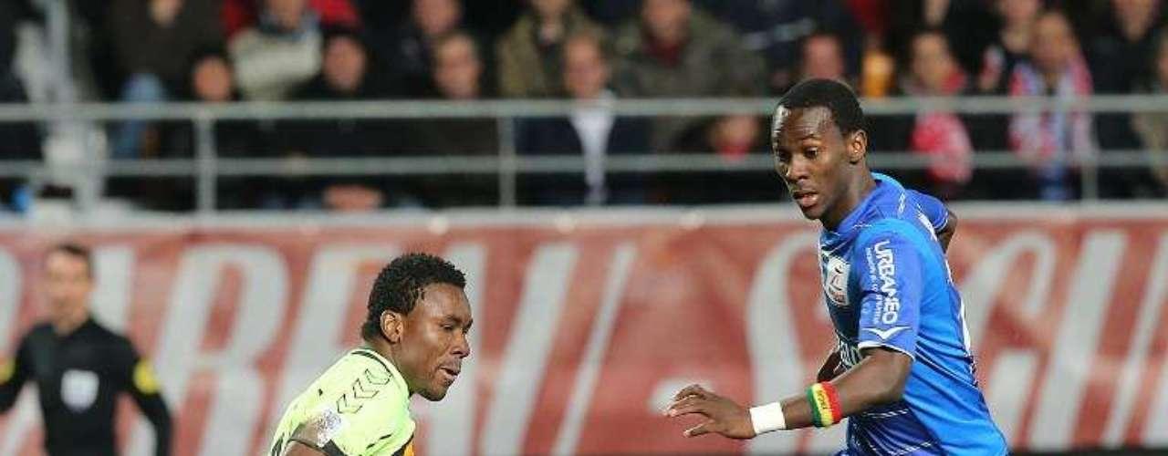 Troyes derrotó 4-2 al Stade de Reims y dejó la última posición.