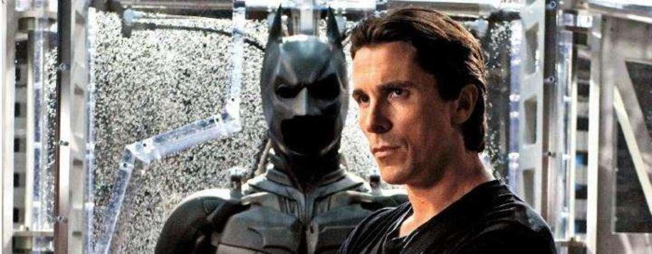 Christian Bale y su papel en 'Batman: The Dark Knight Rises' le dieron la nominación a otra de las categorías alocadas de los premios, 'Mejor Actuación Sin Camisa'.