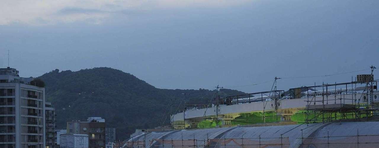 9 de marzode 2013: después de la inundación que perjudicó las obras,obreros continúan su trabajo en el Maracaná, escenario de partidos de la Copa Confederaciones de 2013 y la Copa del Mundo de 2014.