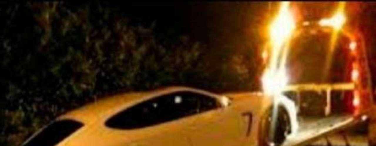 Le fue incautado su Porsche Panamera por no contar con un permiso provisional para conducir.