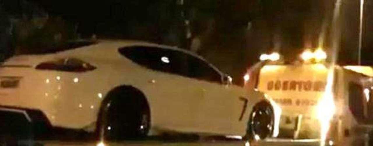 Mil 540 libras esterlinas tuvo que pagar de multa luego de que la policía se llevara su automóvil, algo así como 29 mil pesos mexicanos. Sus excesos le salen caros.