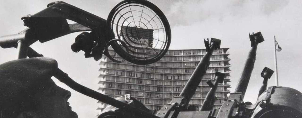 Albury dijo que esperaba próximas ofertas por los lotes que no se vendieron. Esta imagen muestra un radar antiaéreo instalado en la costa frente a La Habana, Cuba.