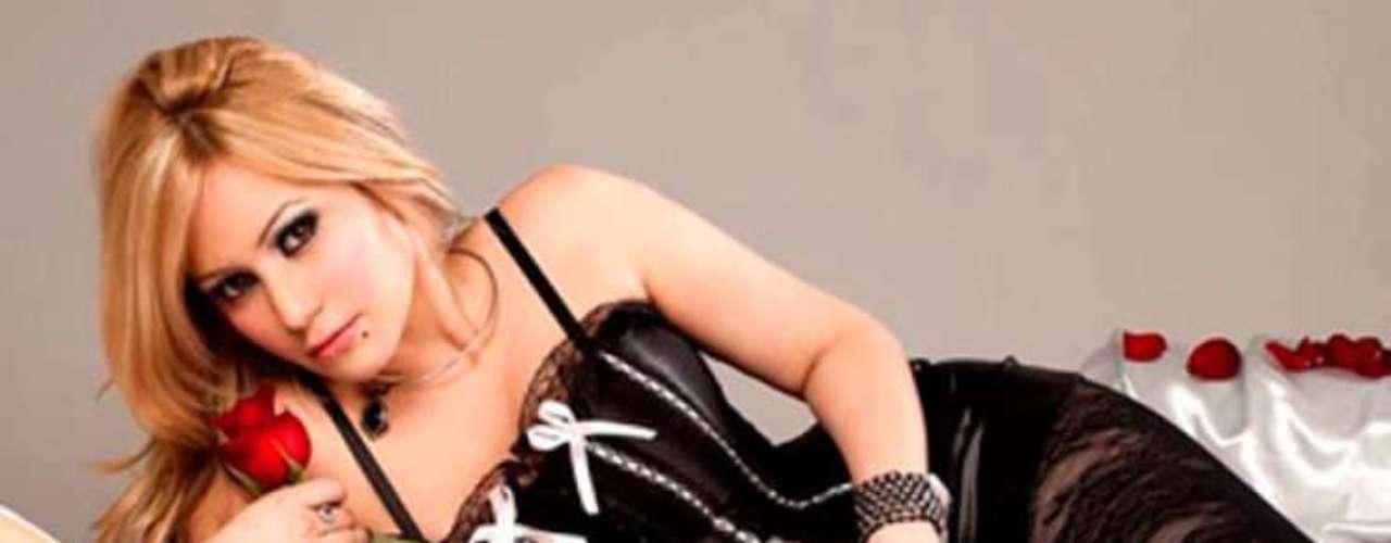 Con el romance confirmado y súper enamorada del Kun Agüero, aparecieron algunas fotos hot de Karina, la princesita, donde se muestra desinhibida y complaciente con la lente fotográfica. El cambio radical que le dio a su vida con el vínculo sentimental con el crack que de Manchester City fue tajante. Ahora,la cantante se refugió y no quiere que la acosen mediáticamente. Con 27 años, Karina es mamá de una nena, fruto de su relación con el cantante de cumbia El Polaco, y según los archivos las fotos que aún circulan en Internet pertenecen a la época en que había comenzado la relación con el cantante tropical. ¿Qué dirá Giannina Maradona?