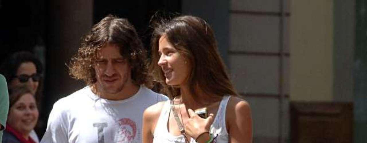 Carles Puyol y Malena Costa: El defensa del Barcelona y la bella modelo española fueron pareja por un año entre 2010 y 2011. Al parecer, la relación terminó por los celos del futbolista, quien no soportaba la atención que recibía su novia.