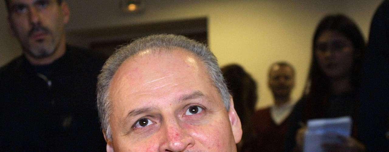 El terrorista venezolano Ilich Ramírez Sánchez, mejor conocido como 'Carlos el Chacal', vuelve a los tribunales. El proceso en apelación de 'Carlos', condenado a prisión perpetua por cuatro atentados cometidos a principios de los años 1980, se realizaráen París de este 13 de mayo al 5 de julio, según informaron fuentes judiciales.
