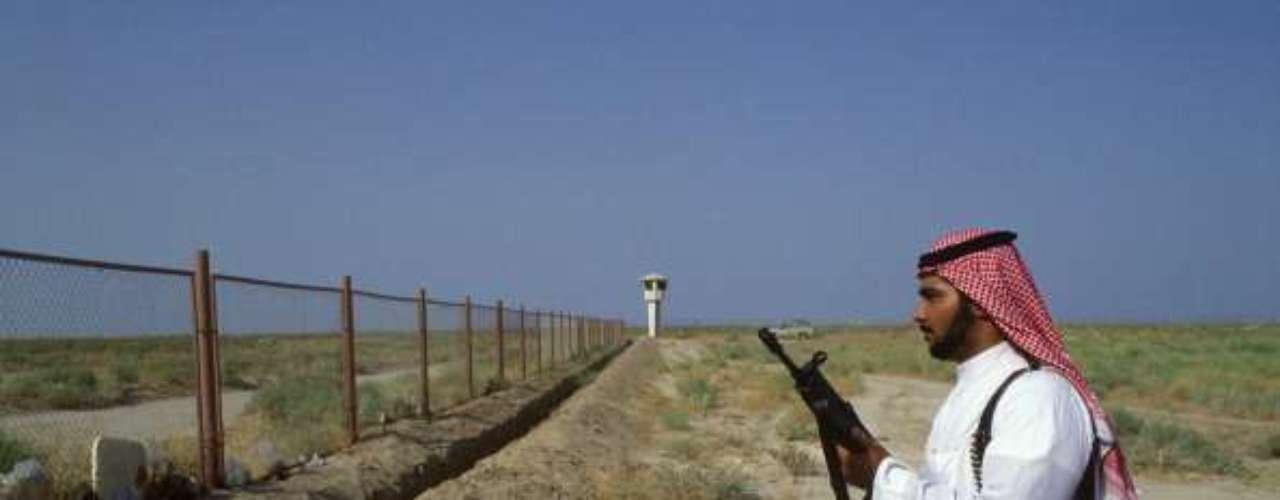 De 2006 a 2008, los bastiones sunitas de Al- Anbar y de Mosúl, las ciudades santas chiítas de Najaf y Berbala, pero también de Bagdad, fueron el escenario de batallas callejeras, atentados y asesinatos, que enfrentaban por un lado a insurgentes chiítas y sunitas, y por el otro a fuerzas de la coalición.
