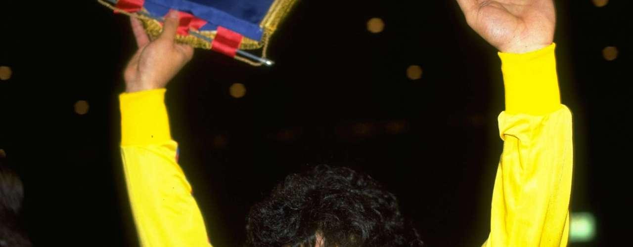 Diego, con la camiseta de Barcelona, equipo en el que jugó entre 1982 y 1984, y donde también supo lucir la cinta de capitán.
