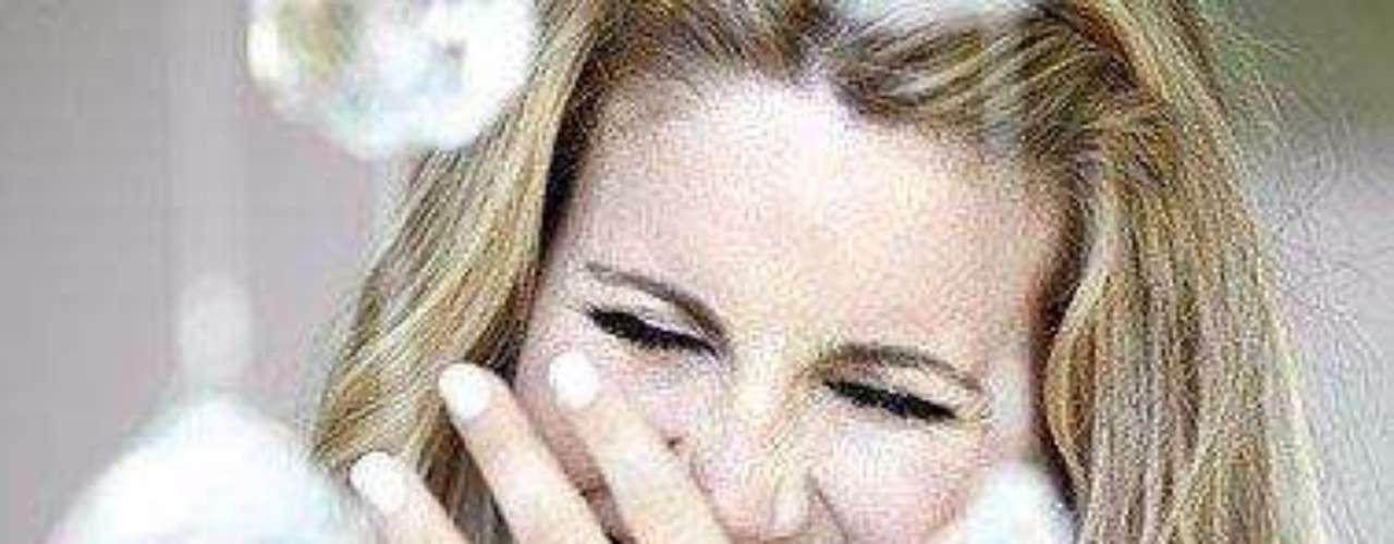 En 2002 actuó en 'El romance del Romeo y la Julieta' y en 2003, en 'Alicia Maravilla'.