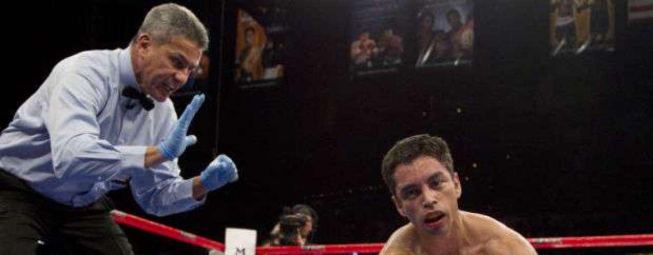 De mala manera terminó el mexicano Fernando Montiel, que cayó con un nocaut fulminante de parte del filipino Nonito Donaire. En 2011 se dio esta pelea en la que el  'Kochulito' perdió los títulos mundiales de peso Gallo CMB y OMB.