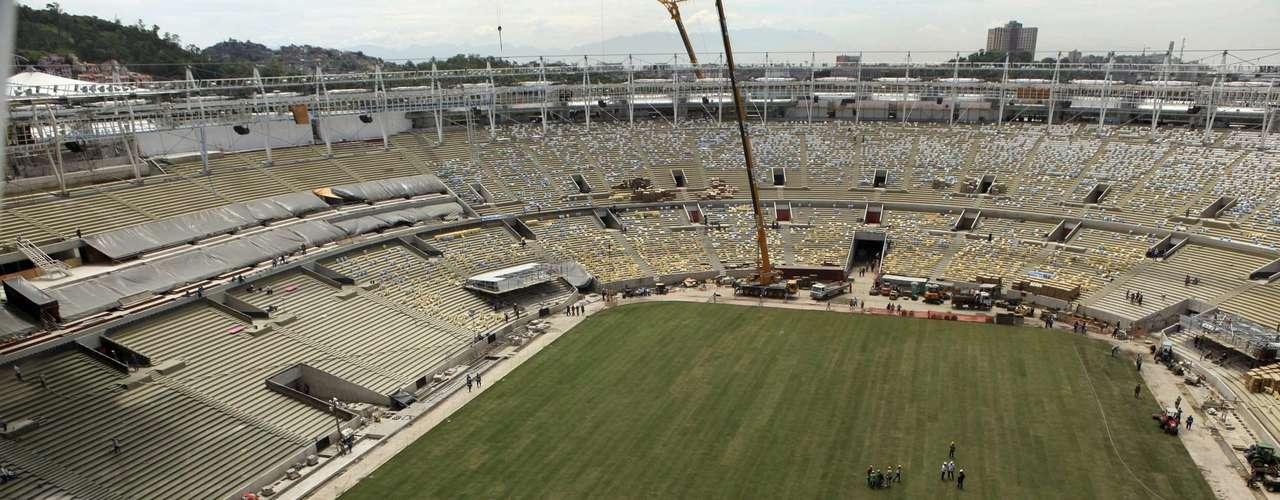 13 de marzo de 2013: vista aérea muestra el estadio ya con la grama recién plantada.